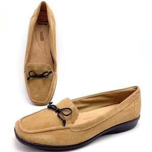 Clarks 9M Camel Tan Suede Bow Loafers Flats